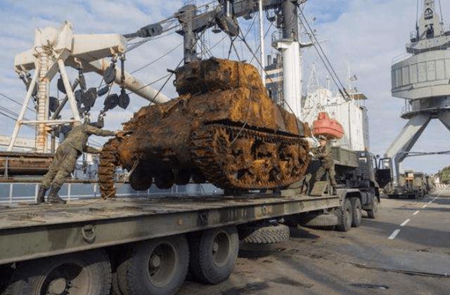 俄罗斯男孩河中发现异物 以为是普通金属制品 效果赚了两百万