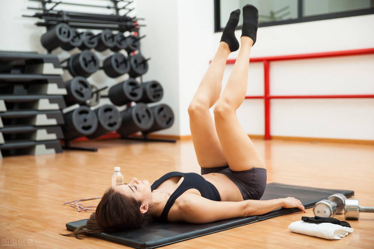 如何雕刻紧实大长腿、饱满翘臀?一组臀腿训练,雕刻曲线身材!_锻炼