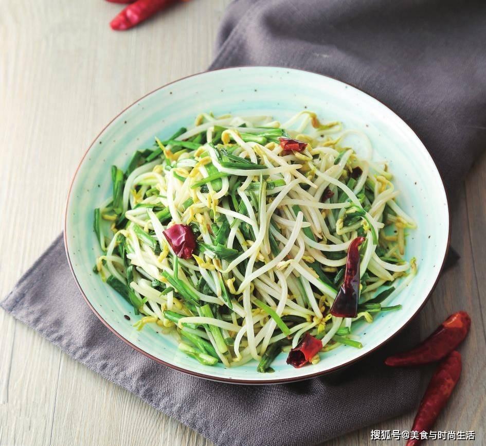 韭菜银芽翻炒几下就可以上桌,清爽鲜美,营养丰富,只需要几分钟
