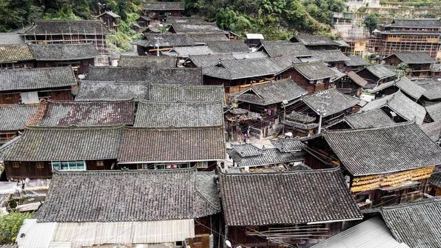 貴州有個奇怪的村子,糧倉都建在水上,一次就可以存儲上百噸糧食
