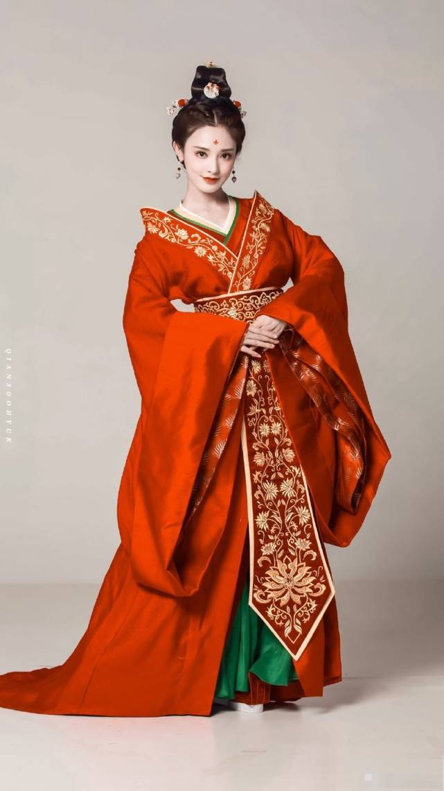 《君九龄》正式官宣,除了女主彭小苒很美,这个女配也是人间绝色