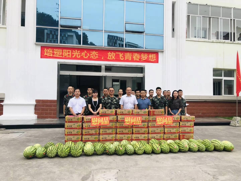 重庆市大渡口区全民艺术普及文化走进军营