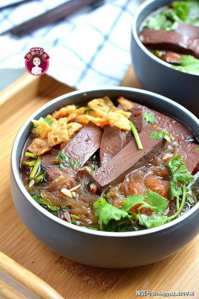 原创三伏天没胃口?吃1碗鸭血粉丝汤,咸鲜柔嫩开胃,从里到外的畅快