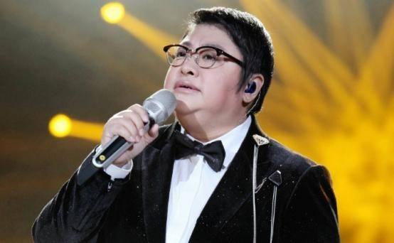 """女歌手韩红:随奶奶长大的她,为何""""倾家荡产""""回报社会?"""