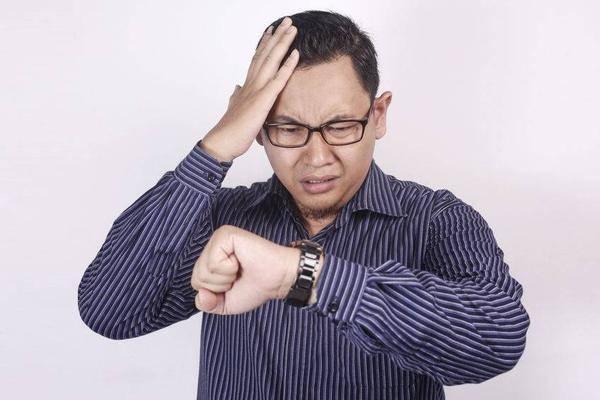 """好端端咋就前列腺呢?男人起夜时,若出现4个信号,可能是前列腺在""""求救"""""""