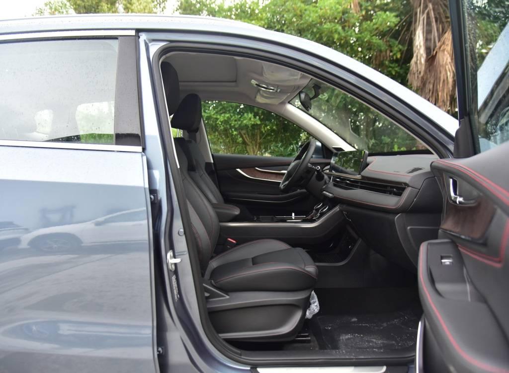 原装纯国产SUV,内饰舒适,隔音好,油耗6.9L百公里