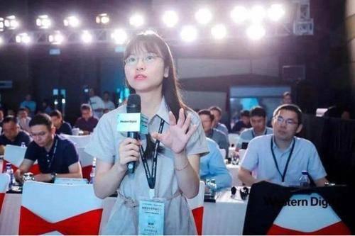 才貌双全!一位26岁的女医生被任命为湖南大学的副教授,这位90后教授再次引起关注。 湖南大学女博士论文抄袭
