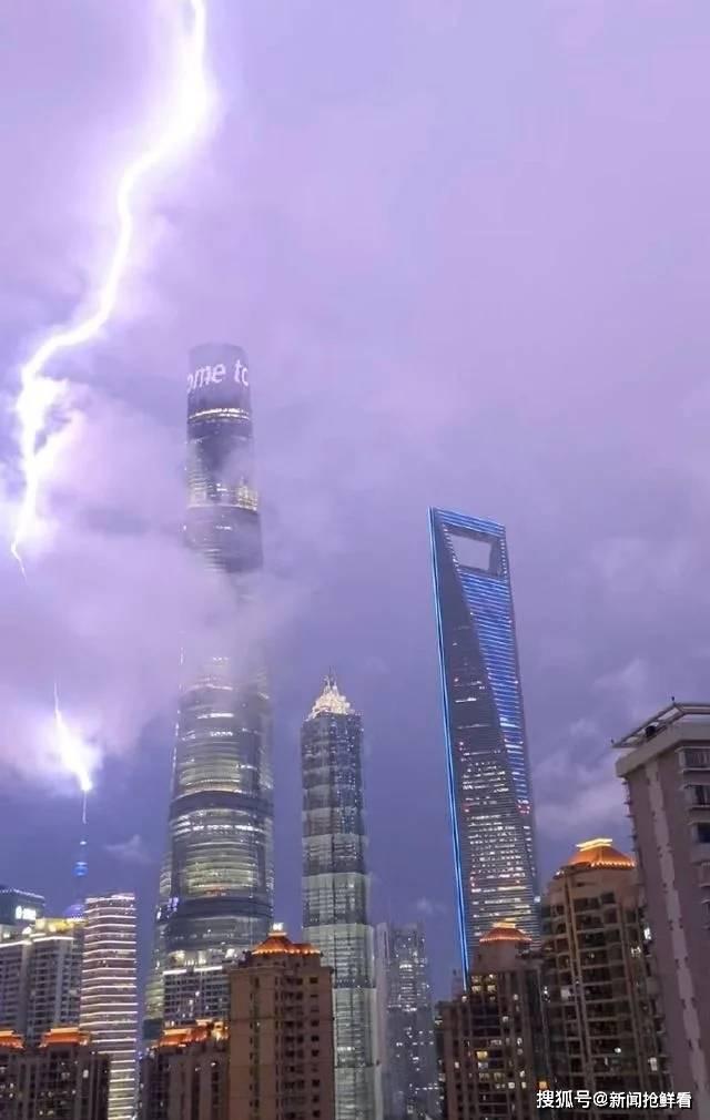 上海東方明珠被閃電擊中 現場視頻曝光尖叫連連!