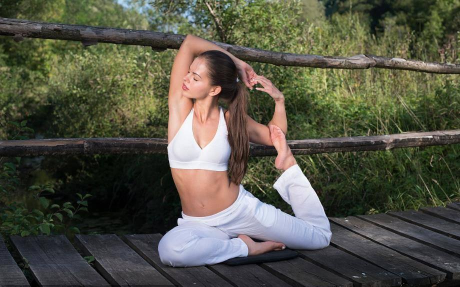 推荐7个减肥动作,每天坚持30分钟,既能减脂又能塑形_瑜伽