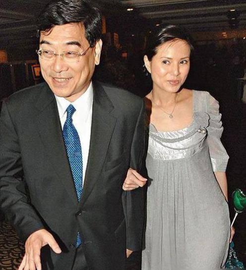54岁李若彤生日首曝年龄,不结婚是不愿将就,状态依旧能打插图(8)