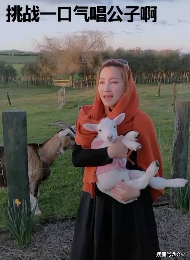 超女艾梦萌嫁国外4年,在农村放羊却住豪宅?两度被李玟拒绝同台