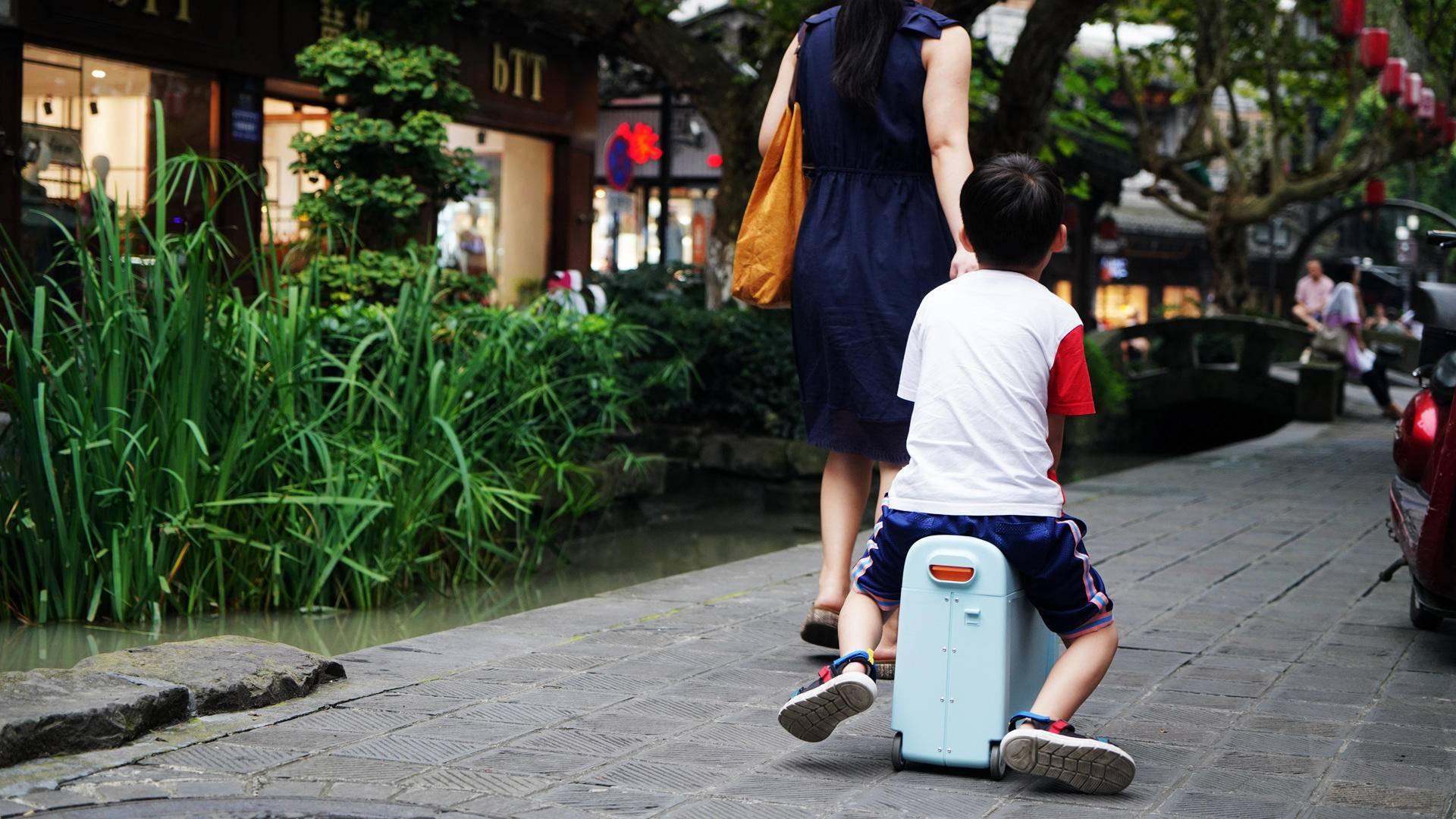 这是一款能遛娃的旅行箱,酷骑儿童行李箱评测