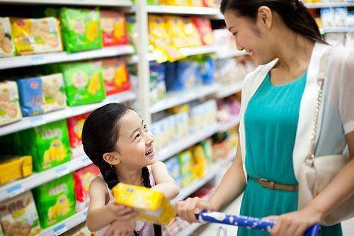 """原创和孩子外出,聪明妈妈不会说""""太贵了买不起"""",而是这样做"""