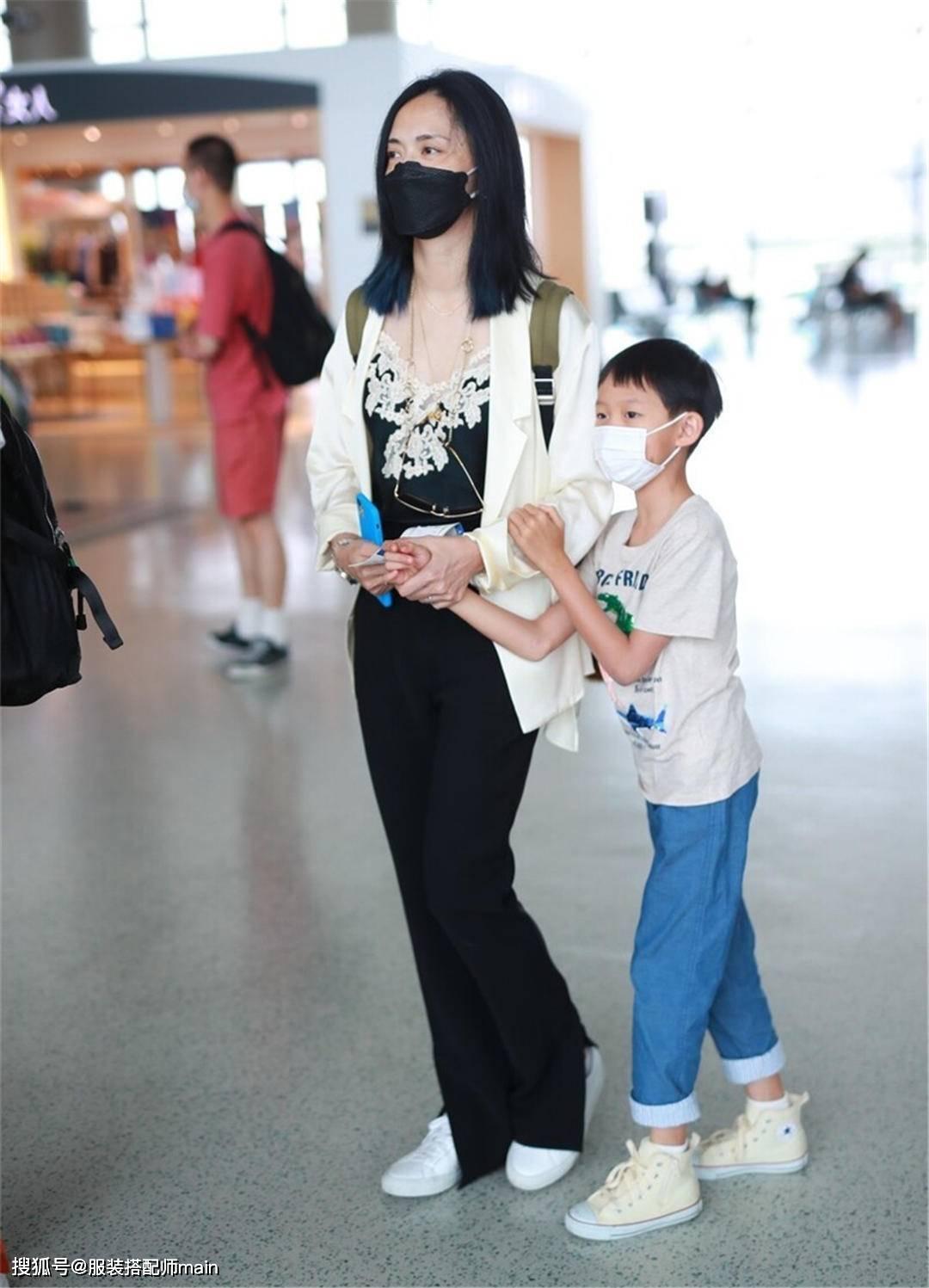 姚晨难得带儿子亮相,7岁小土豆一身潮装,模样像爸气质却像妈