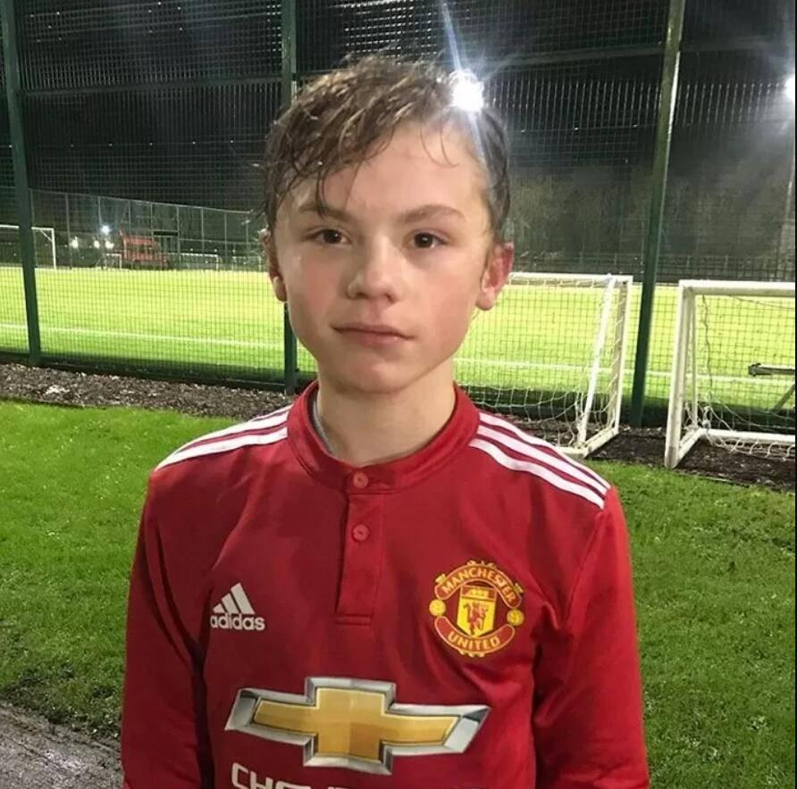 原创             曼联签16岁小妖获官宣!周六将正式签约,是穆帅为曼联预定的天才