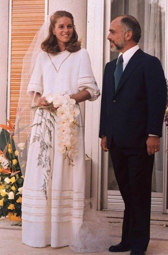 原创             约旦前王后69岁了!曾是和戴安娜同框的高颜值学霸,如今脸太僵