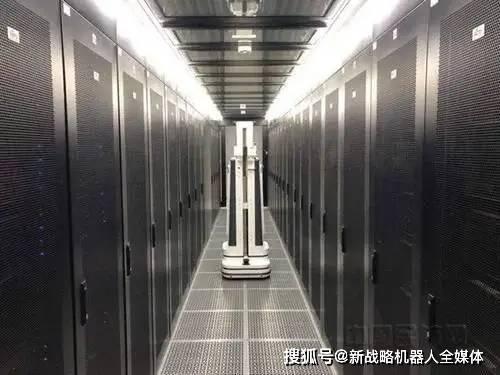 大兴机场推出机房智能巡检机器人