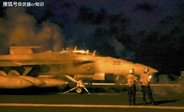 亚博APP手机版:航空母舰的起降条件与地面战斗机相似 飞机怎么行驶的