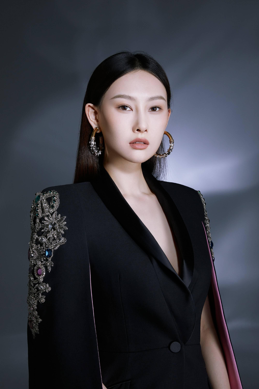 """李昕岳全新时尚大片呈现""""双面人""""魅力"""