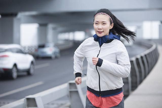 坚持慢跑,体能健康有大改变!怎么跑步减肥最燃脂?
