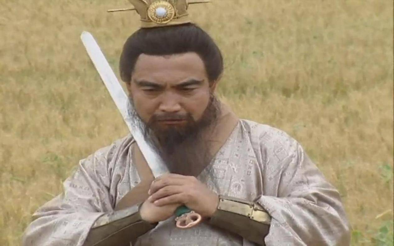 三国:曹操厚待仇人张绣的原因?和贾诩有关,和袁绍有关,还和刘备有关
