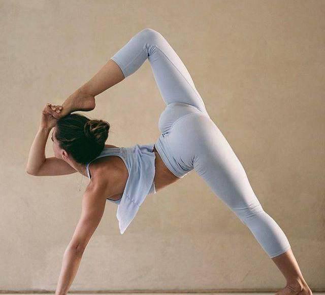 想要更高吗?5个瑜伽动作来创造3D腿 我想