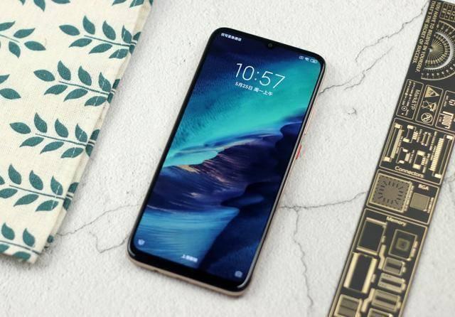 原创            4520mAh+线性马达,现已跌至1378元,国产5G手机售价不断创新低