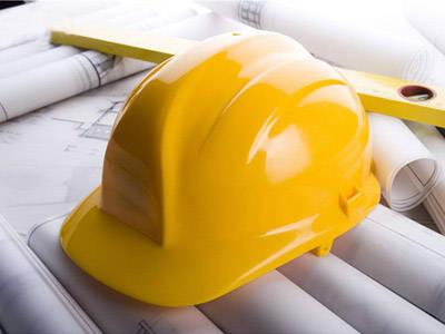 安装工程的工时限额和所有风险是多少? 时间是
