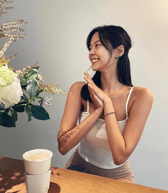 """37岁腰身堪比20岁少女,韩国""""瑜伽女神""""金洙熙:好身材全靠练"""