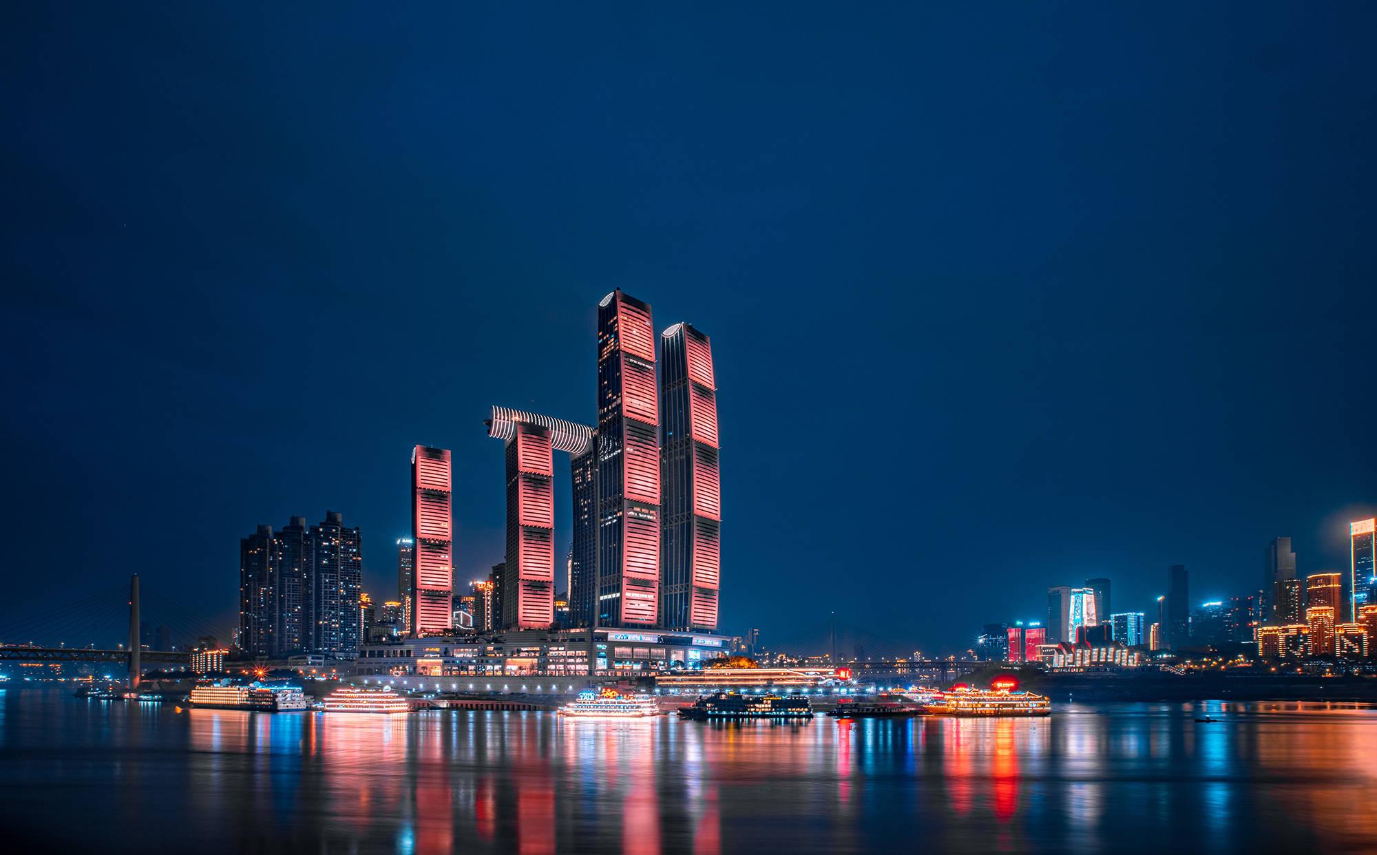 """这里隐藏着重庆的一个大秘密:乘电梯即可""""到达""""火星,看完美落日"""