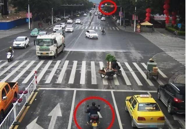 彩神8app官网下载:摩托车违章时,电子眼会对摩托车拍摄扣分吗?