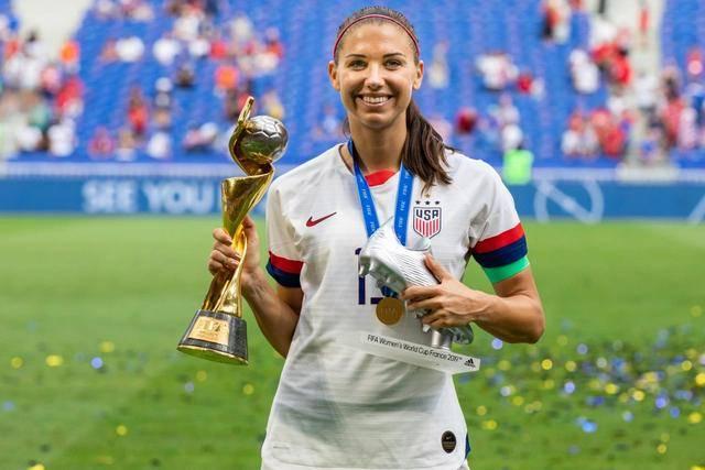 原创             美国女足头号美女摩根加盟热刺,英超望成为世界第一女子足球联赛