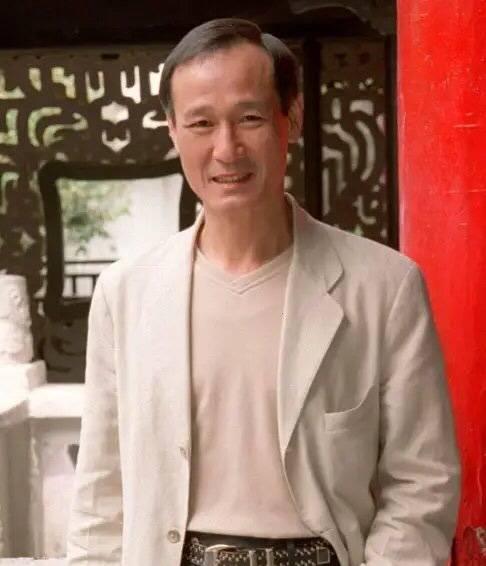 香港出名演员陈惠敏患癌住院,面目面貌干瘪,月初刚和女友成婚(图1)