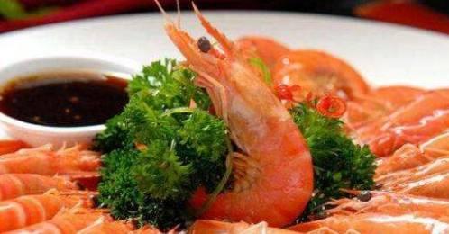 3.将蒜蓉放入碗中,加入辣椒粉和芝麻籽 家常菜