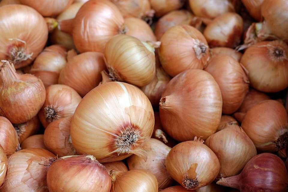 """被誉为""""抗癌高手""""的蔬菜,菜市场随处可见,但3类人却要少吃"""