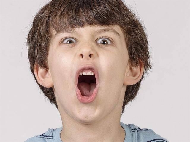大儿子现在不接受母亲肚里的男胎,当看到刚出生的弟弟会心软吗?