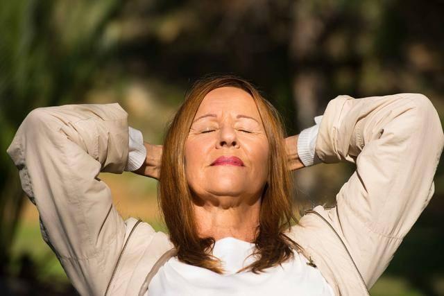 女人到了50岁,若身体没有4种小病!值得高兴,可能拥有长寿体质