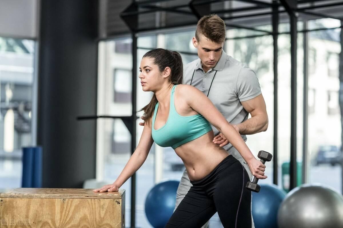 增肌训练,掌握3个关键词:吃、睡、练,让肌肉快速生长!