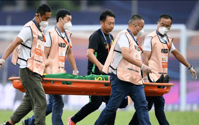 国安32岁大腿伤退离场 此前2轮独造4球