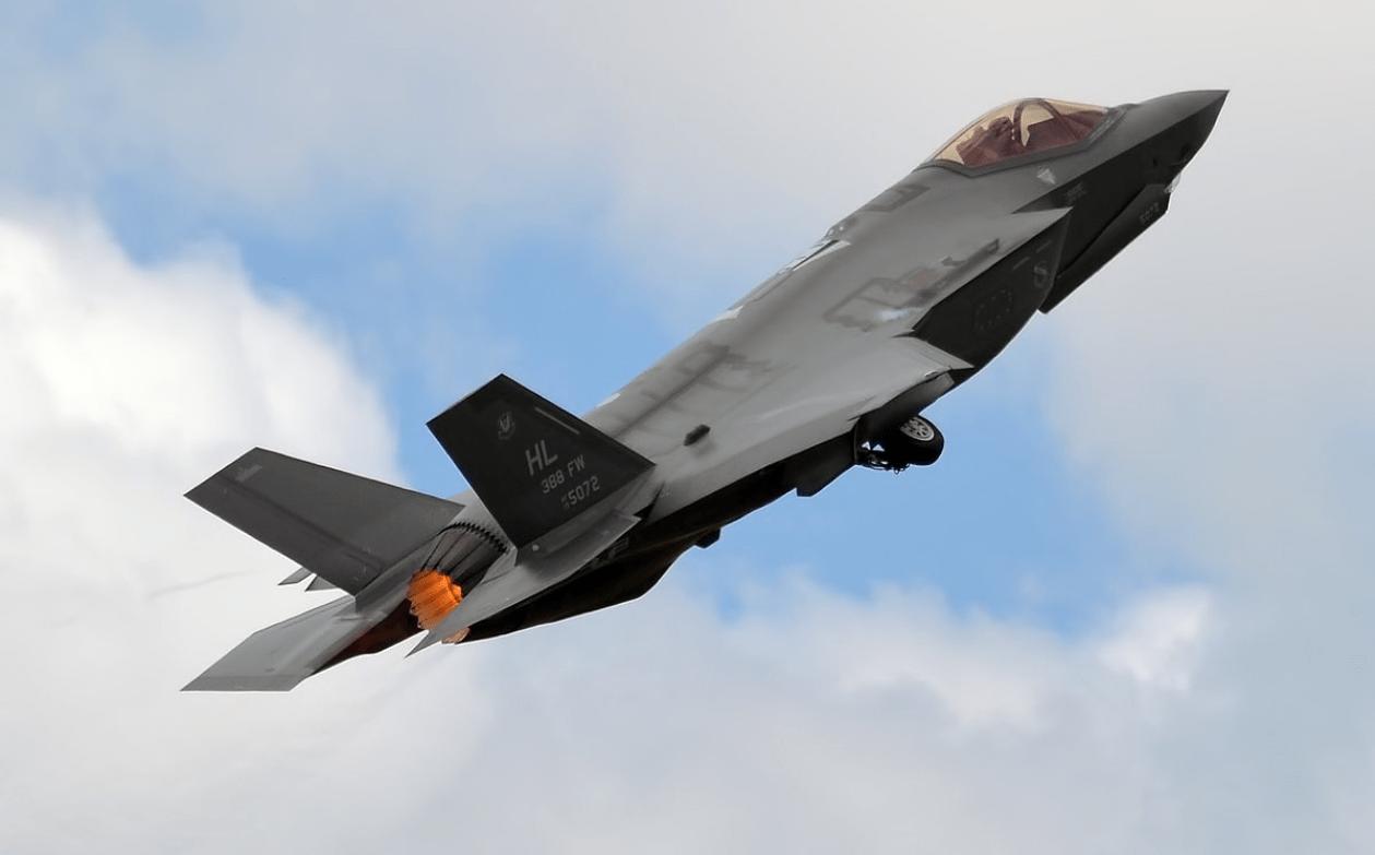F-35隐形战斗机再升级,有望降低价格,将比波音的F-15EX更便宜!