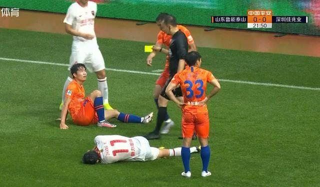 名记讽刺段刘愚该被红牌罚下,金敬道气得想扔球,裁判长点心吧
