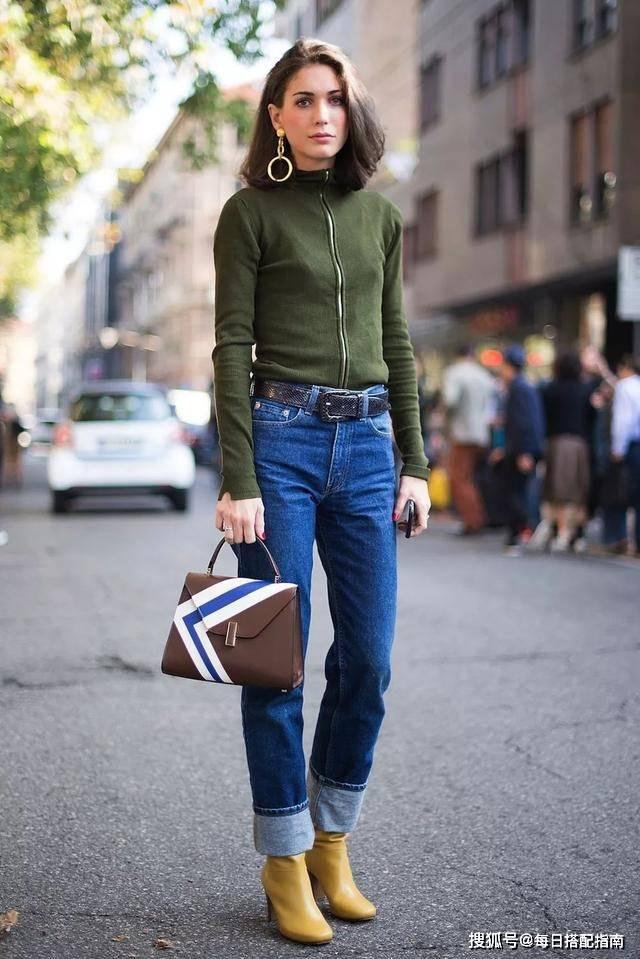 """别只会穿卫衣了,今秋流行穿""""拉链毛衣"""",舒适温柔,上身太有范"""