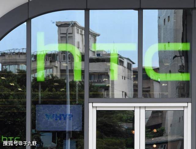 原创             HTC折叠手机专利文献暴光!采取专有搭钮计算,屏幕向外翻折