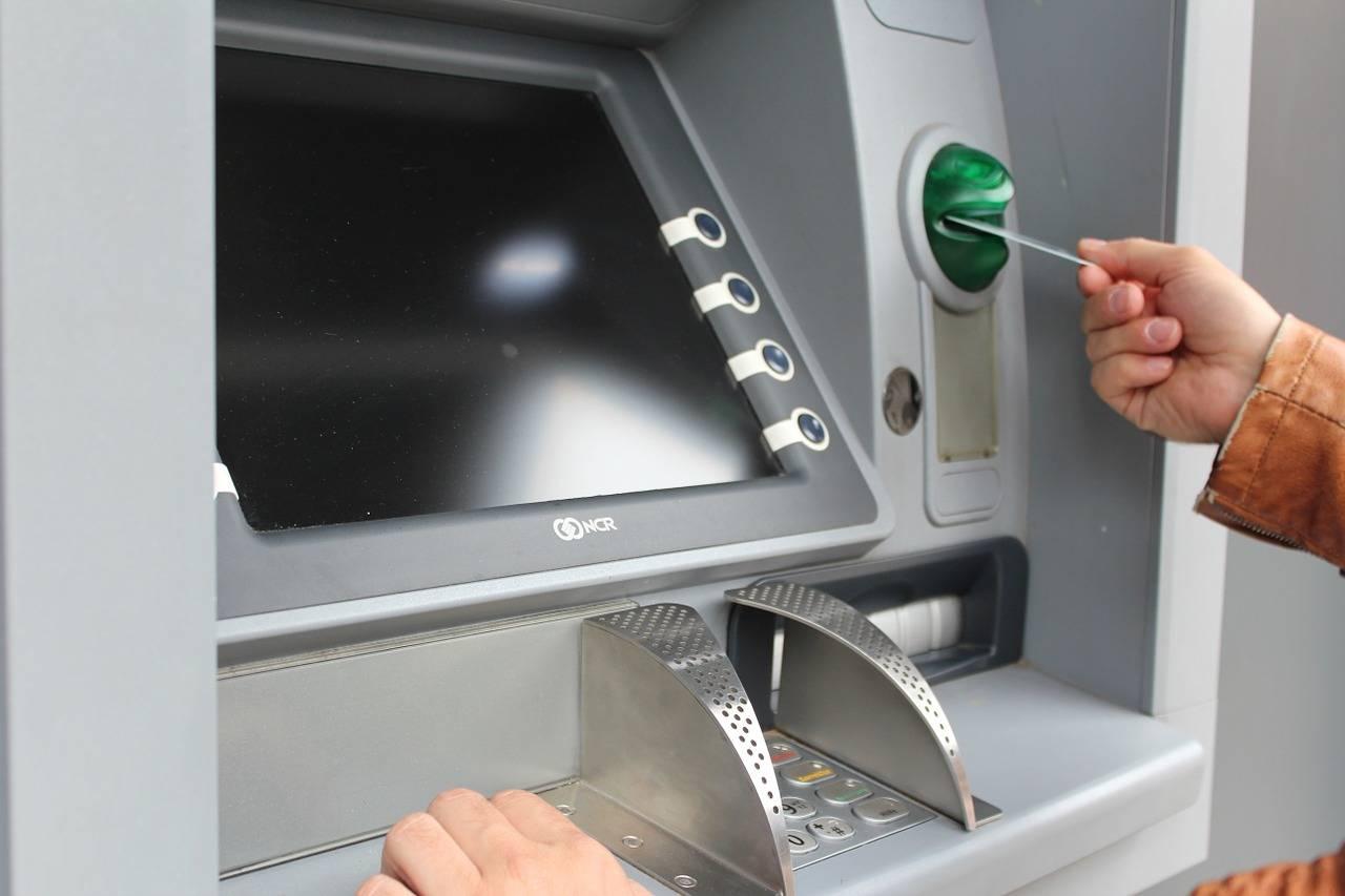 上半年减少ATM机超4万台?都没人用现金了,ATM机要消亡了吗?:
