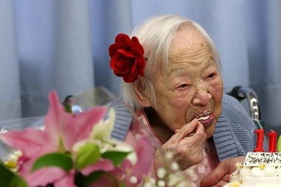 人长不长寿都是注定的?不全是,这2个因素也会影响