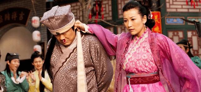 他是清朝的重臣 但是他很怕老婆从床底下