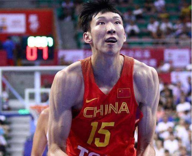 中国体坛的肌肉代表,朱婷肌肉不输爷们,郑智腹肌在国足是无敌的