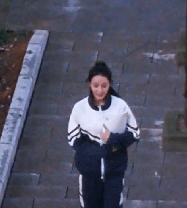杨洋迪丽热巴《你是我的荣耀》校服路透曝光,男帅女美青春气息浓厚很像学生