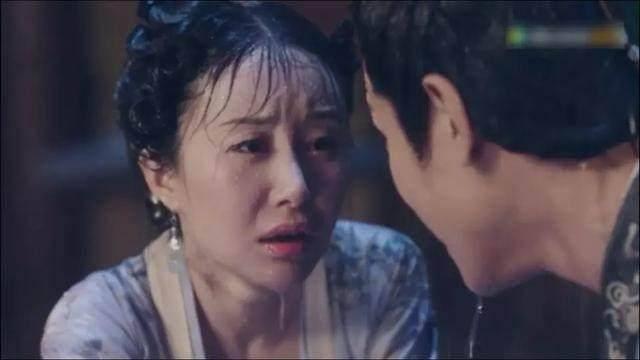 明星拍雨戏,舒畅刘诗诗底妆都被冲掉了,赵丽颖却让人哭笑不得!