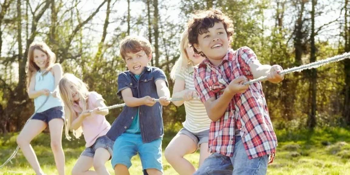 育儿小妙招,宝爸宝妈们应该让他们与同龄人接触,释放天性